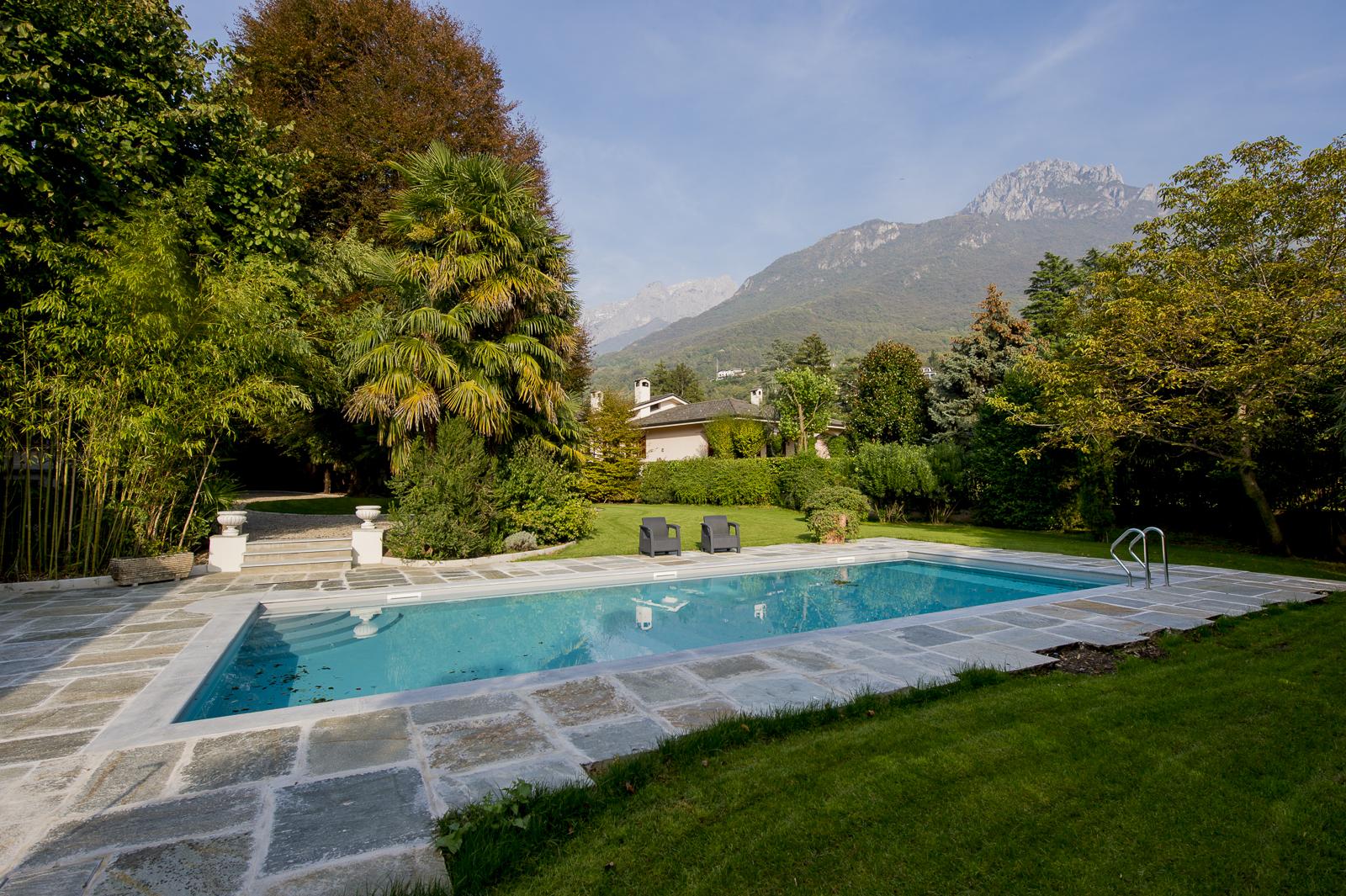 Giardino e piscina villa confalonieri for Disposizione del piano piscina